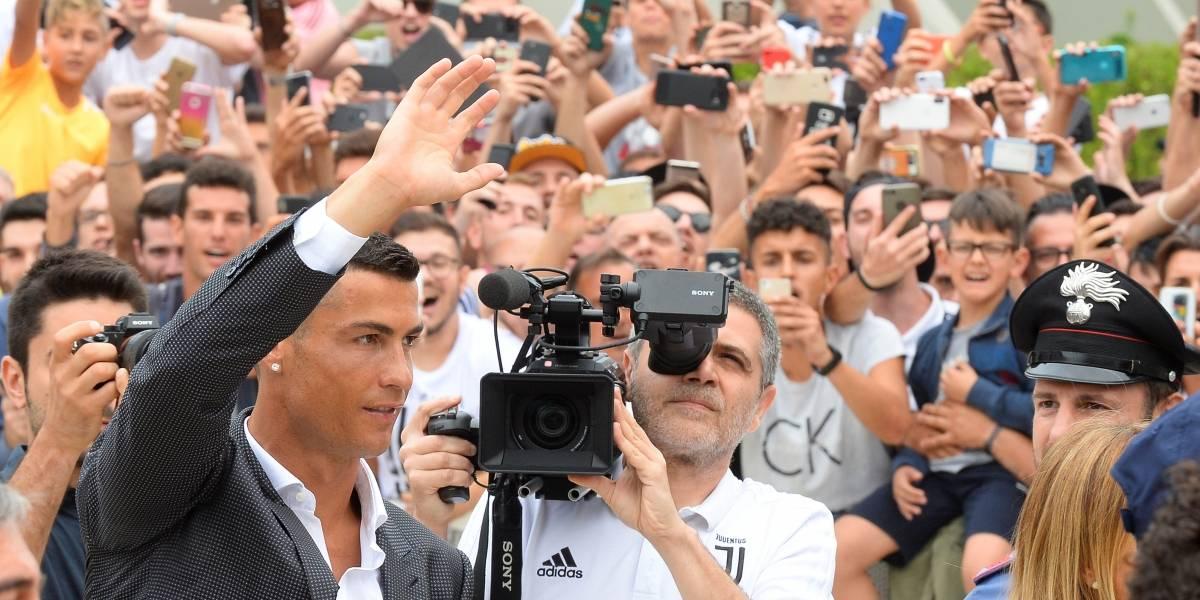 Cristiano Ronaldo tem primeiro contato com a torcida da Juventus