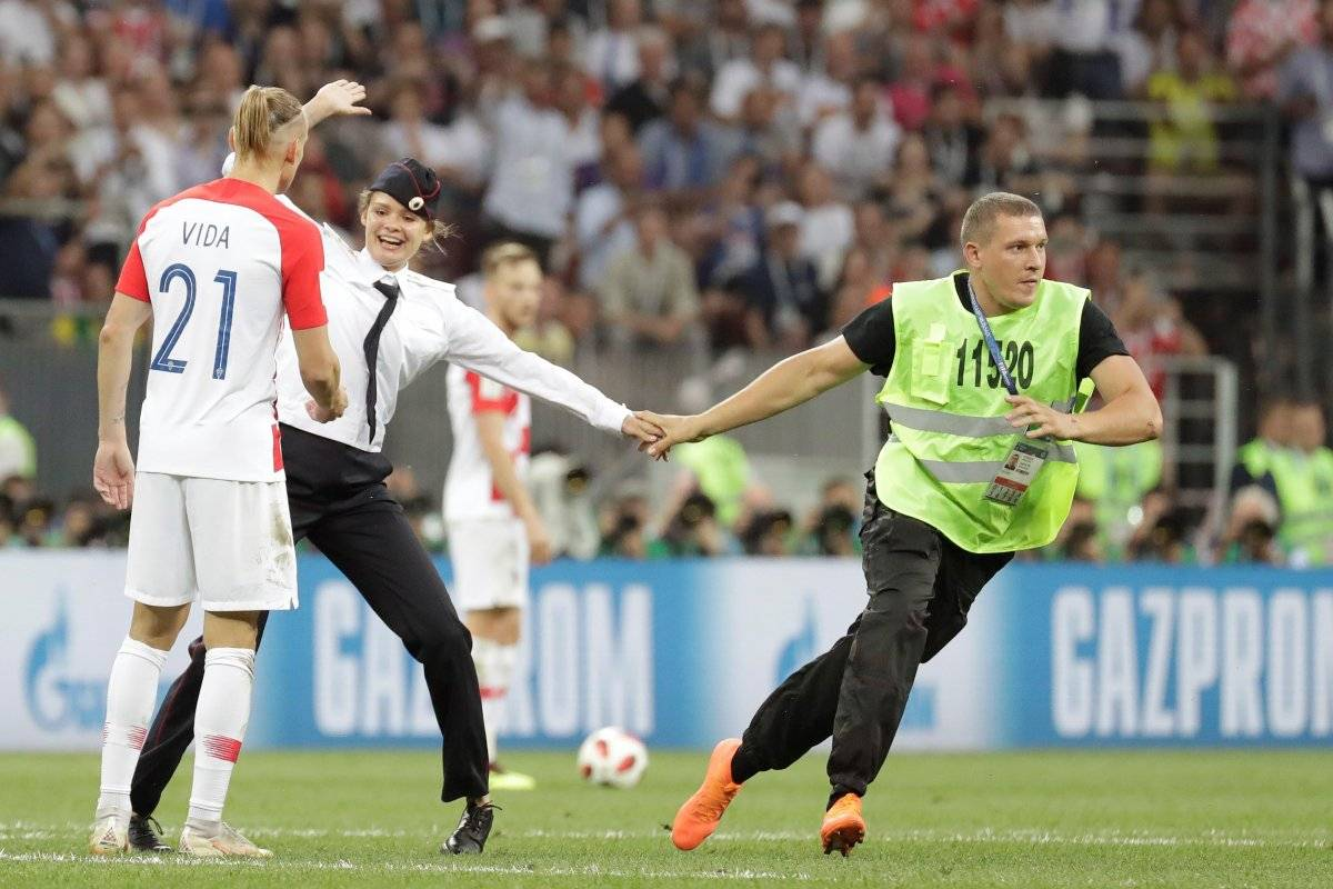 Condenan a 15 días a miembro Pussy Riot que invadió estadio en final Mundial EFE
