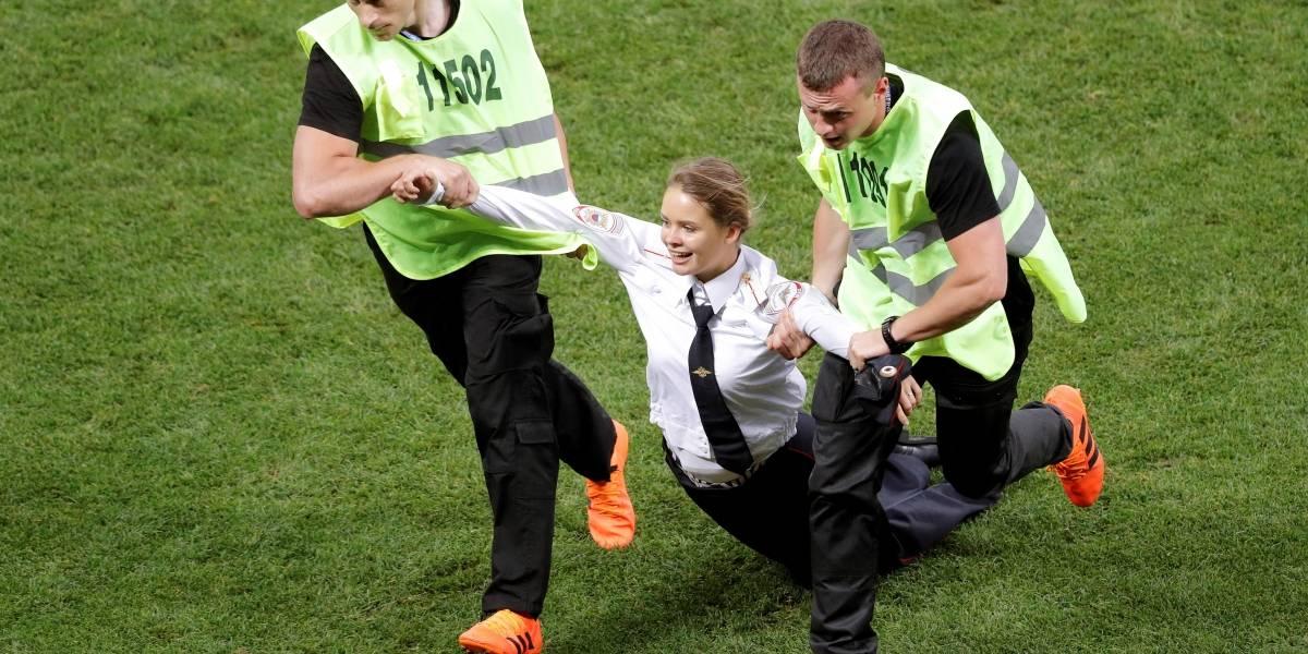 15 días de cárcel a integrante Pussy Riot que invadió estadio en final Mundial Rusia 2018
