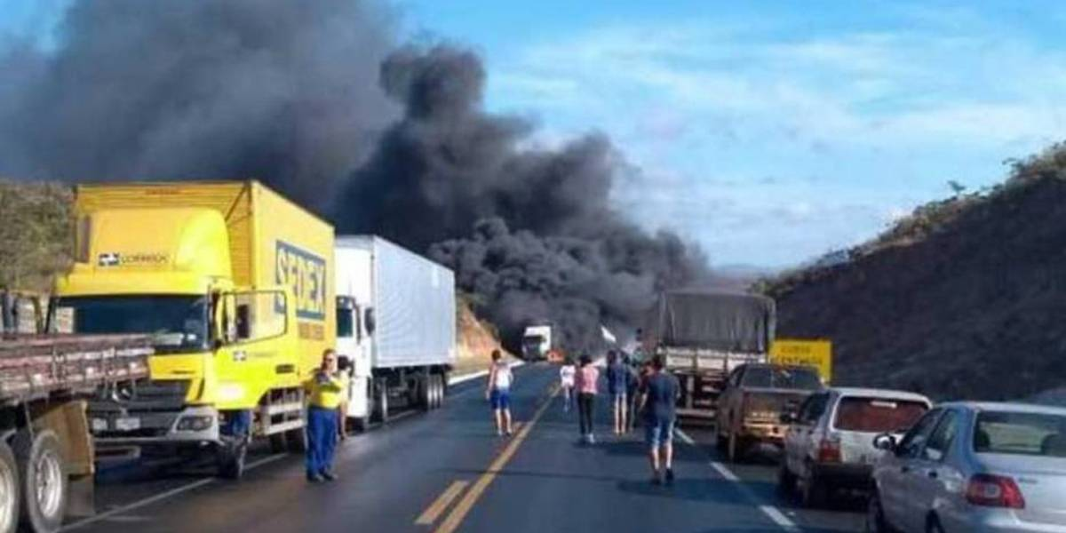 Acidente em Minas Gerais deixa 9 mortos e dezenas de feridos