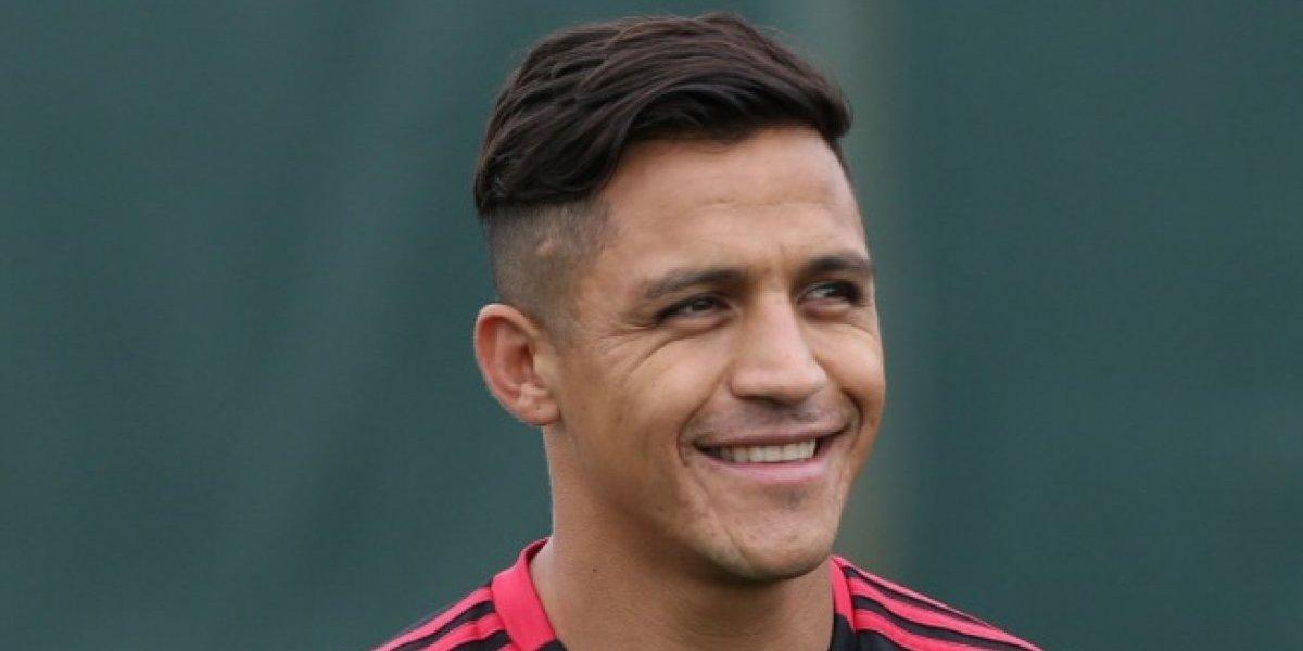 """Alexis Sánchez no pudo viajar a tiempo a la pretemporada del United por un """"problema administrativo"""""""