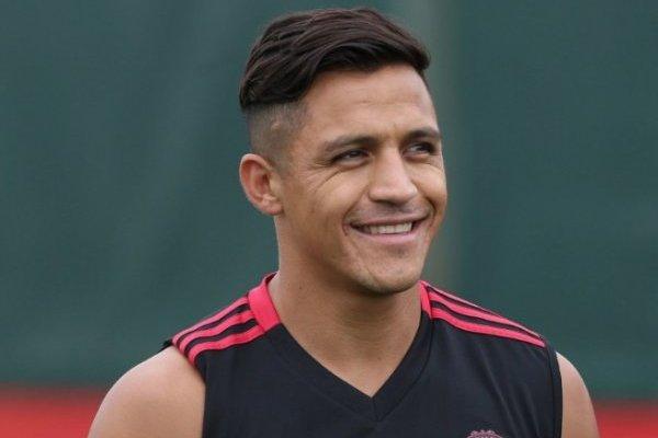Alexis tuvo un problema y no pudo viajar con el resto de sus compañeros a Estados Unidos / imagen: Sitio web Manchester United