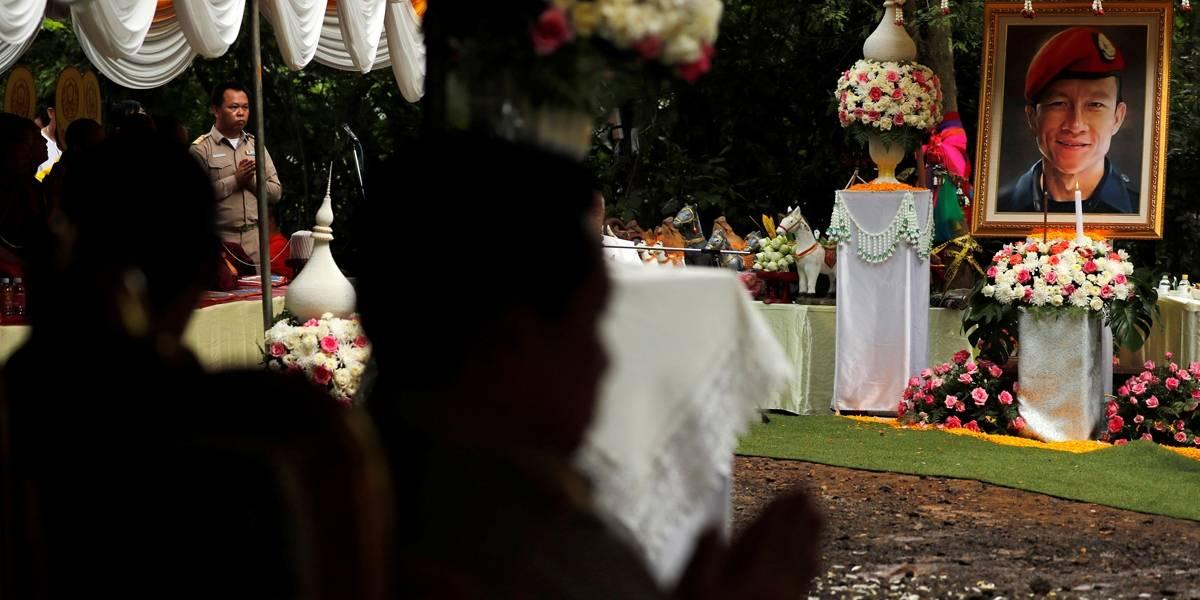 Tailandeses agradecem 'espíritos da caverna' por salvarem meninos