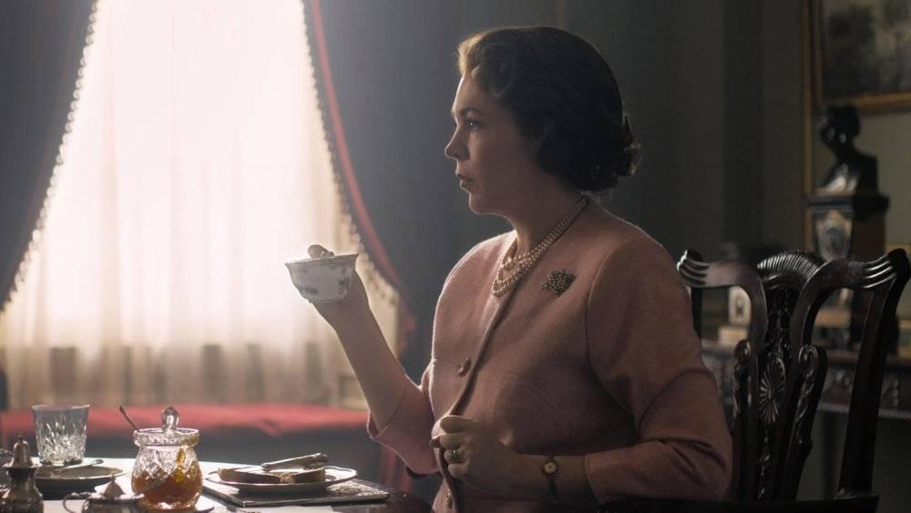 Olivia Colman como Elizabeth II em