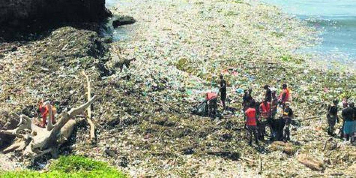 Contaminación por plásticos alarma a autoridades en RD