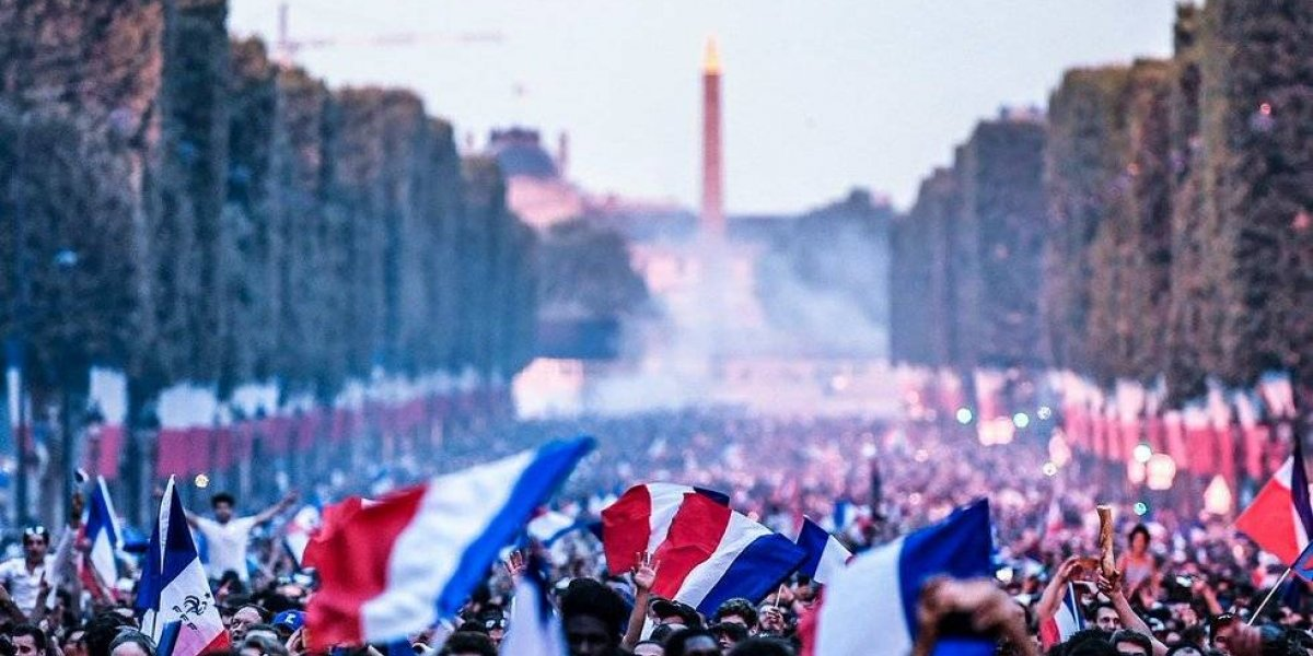 La selección francesa llega a París para festejar el campeonato