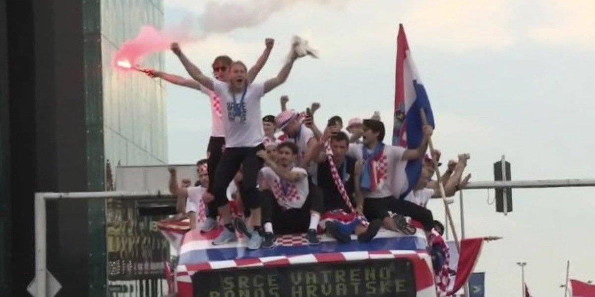 VIDEO: Aficionados de Croacia hacen fiesta a sus héroes en Rusia 2018