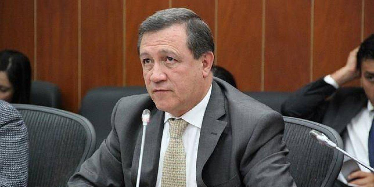 Ernesto Macías pide investigar a chamanes que habrían provocado los vientos en la posesión de Duque