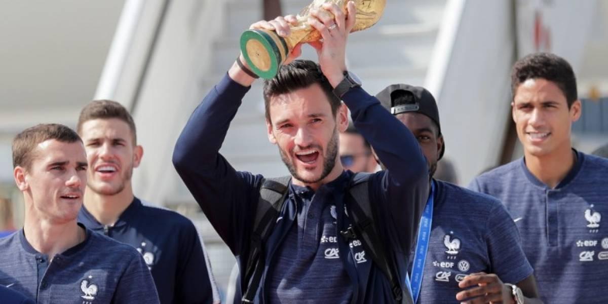 La campeona del mundo llega a París, que vive una locura