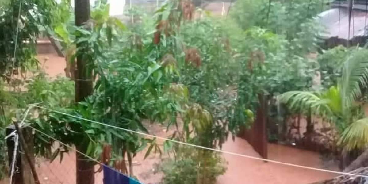 Río se desborda y genera inundaciones en una comunidad de Izabal