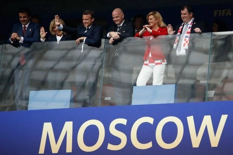 La presidenta de Croacia junto a su esposo en la final del Mundial