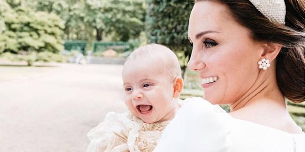 A cara dos irmãos! Família real divulga novas fotos do batizado do Príncipe Louis