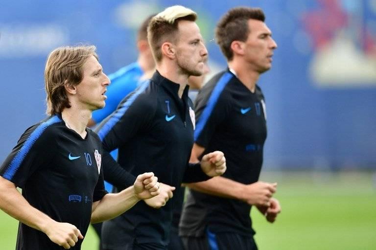 Modric y Rakitic durante un entreno de Croacia