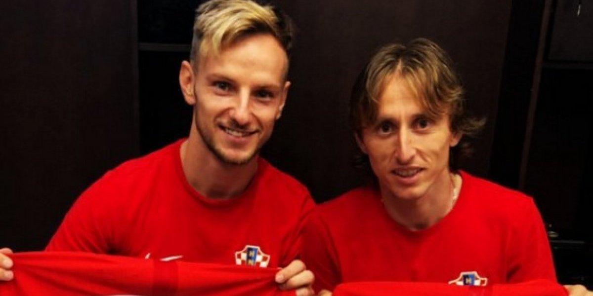 Modrić y Rakitic intercambian camiseta con una dedicatoria especial