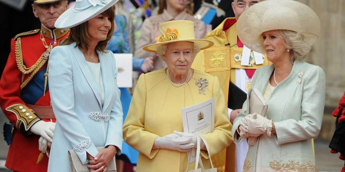 """El día que la reina Isabel II llamó """"amante astuta y malvada"""" a Camilla Parker"""
