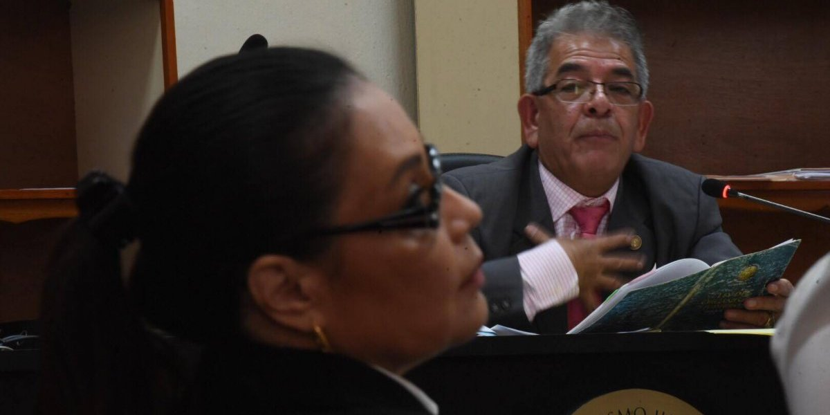 Tras acción planteada por Baldetti, proceso de La Línea queda suspendido