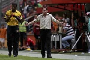 "Alex Aguinaga: ""Bolillo no tomes la Selección"""