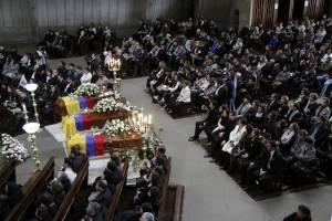 Familiares y amigos asisten al funeral de tres periodistas secuestrados y asesinados
