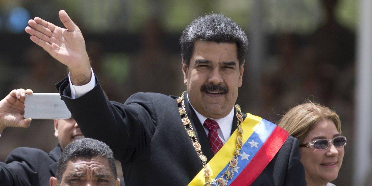 """Hoy, en el mundo de Maduro: implementa pago de sueldo semanal a funcionarios públicos """"para que les rinda mucho más"""""""