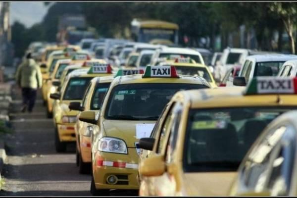 Sepa cómo identificar un taxi legal para que su viaje sea seguro
