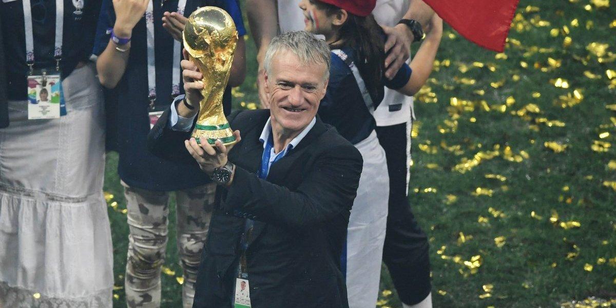 El alemán Beckenbauer le da la bienvenida al técnico francés Didier Deschamps