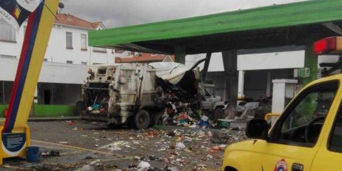 #ÚltimaHora Explosión en una estación de gasolina en Chía