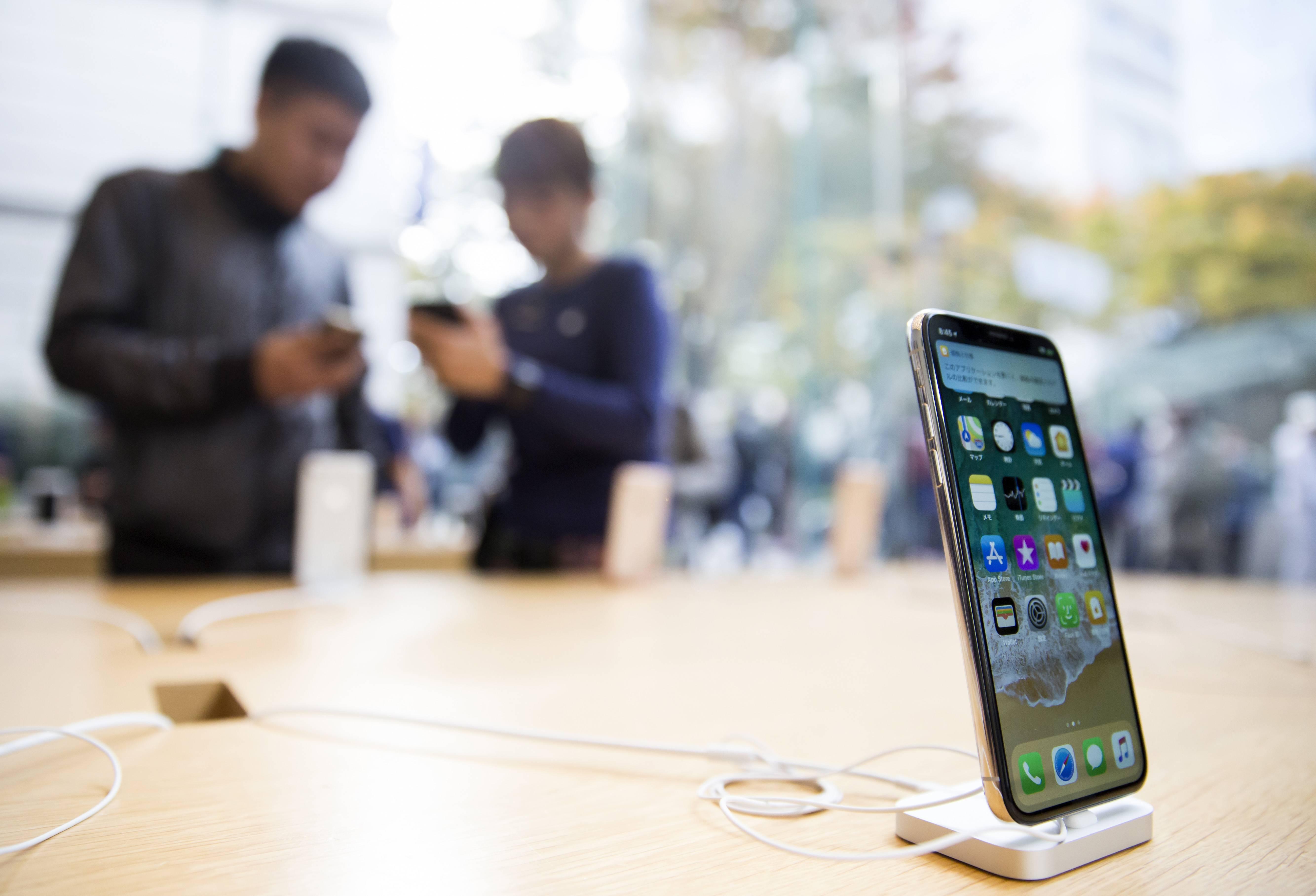 Gobierno colombiano sigue firme con la prohibición de las cláusulas de permanencia para móviles