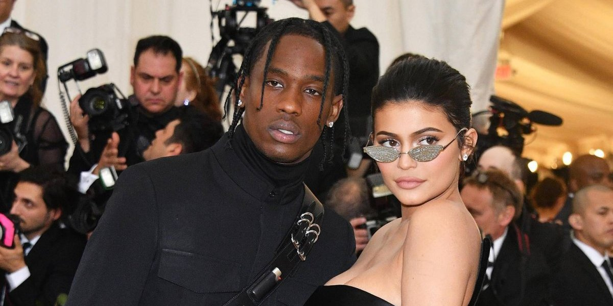 """VIDEO. Kylie Jenner provoca polémica al transformase en la """"Virgen María"""""""
