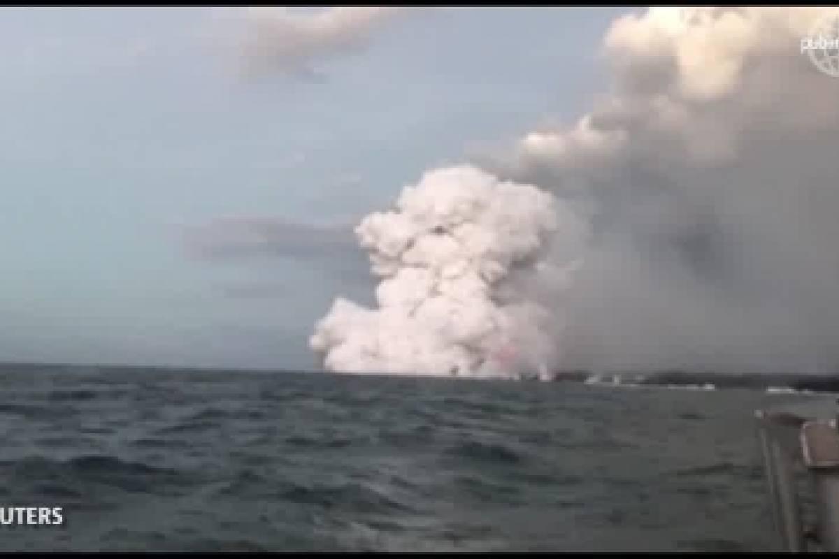 Cayó lava volcánica sobre un barco turístico en Hawaii