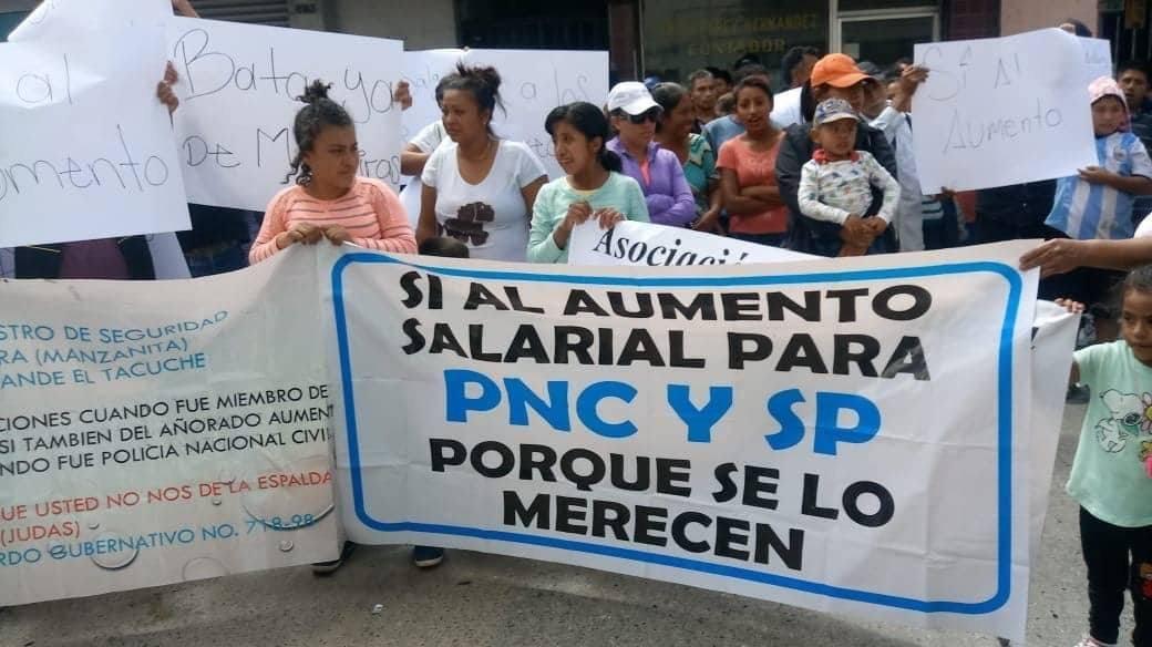manifestación de Asociación Humanitaria Orgulloso de mi PNC en PDH