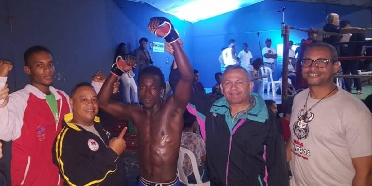 Jefrey Roy gana por mata león a Saúl Núñez