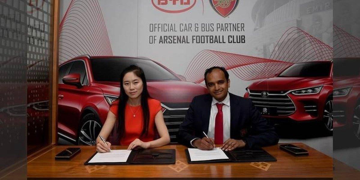 Empresa de autos estafa al Arsenal de Inglaterra