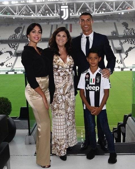 Cristiano Ronaldo e Georgina Rodriguez, a mãe e o filho