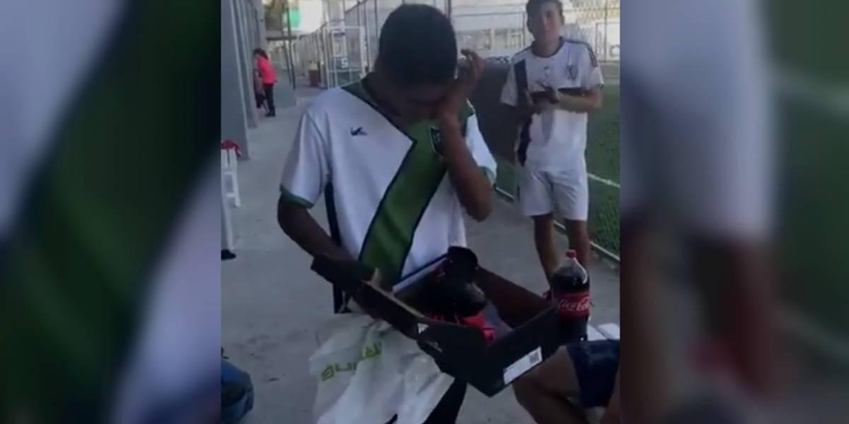 Compañeros de equipo regalan tacos a futbolista que fue asaltado