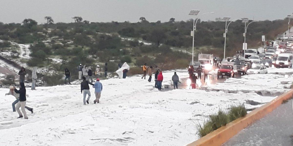 Querétaro: tormenta deja inundaciones y cubre de nieve Circuito Universidades