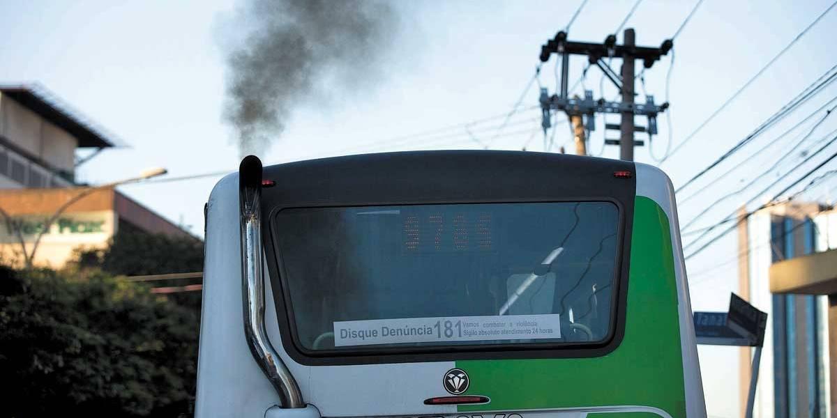 Metade dos poluentes em São Paulo vem de ônibus e caminhões