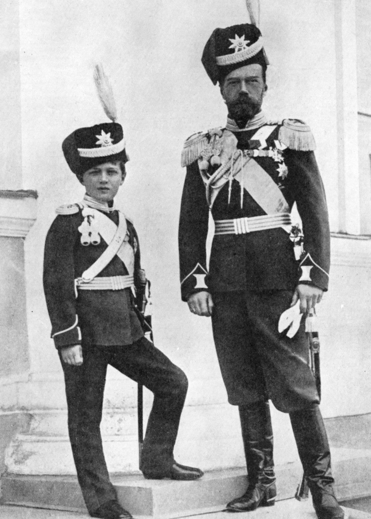 Nicolás II y su hijo heredero Alexei