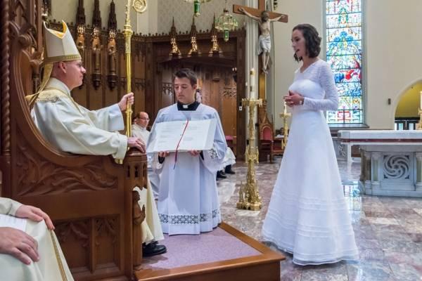 Jessica Hayes, profesora de Teología fue consagrada como virgen en Estados Unidos, en 2015