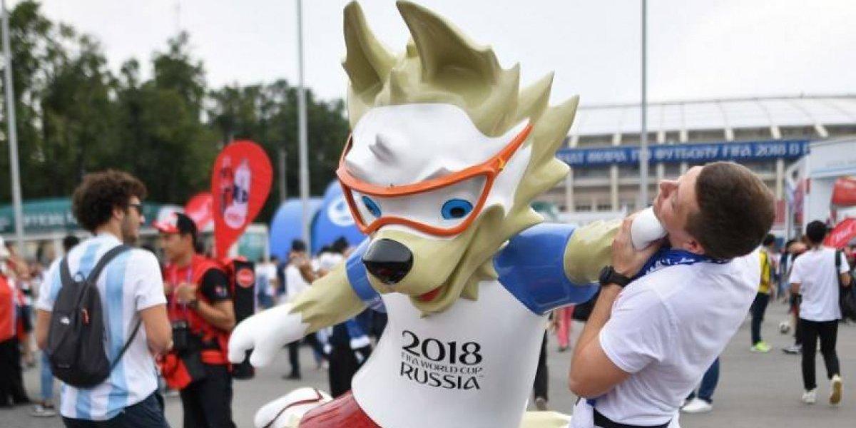 Roban en Rusia la estatua de la mascota del Mundial