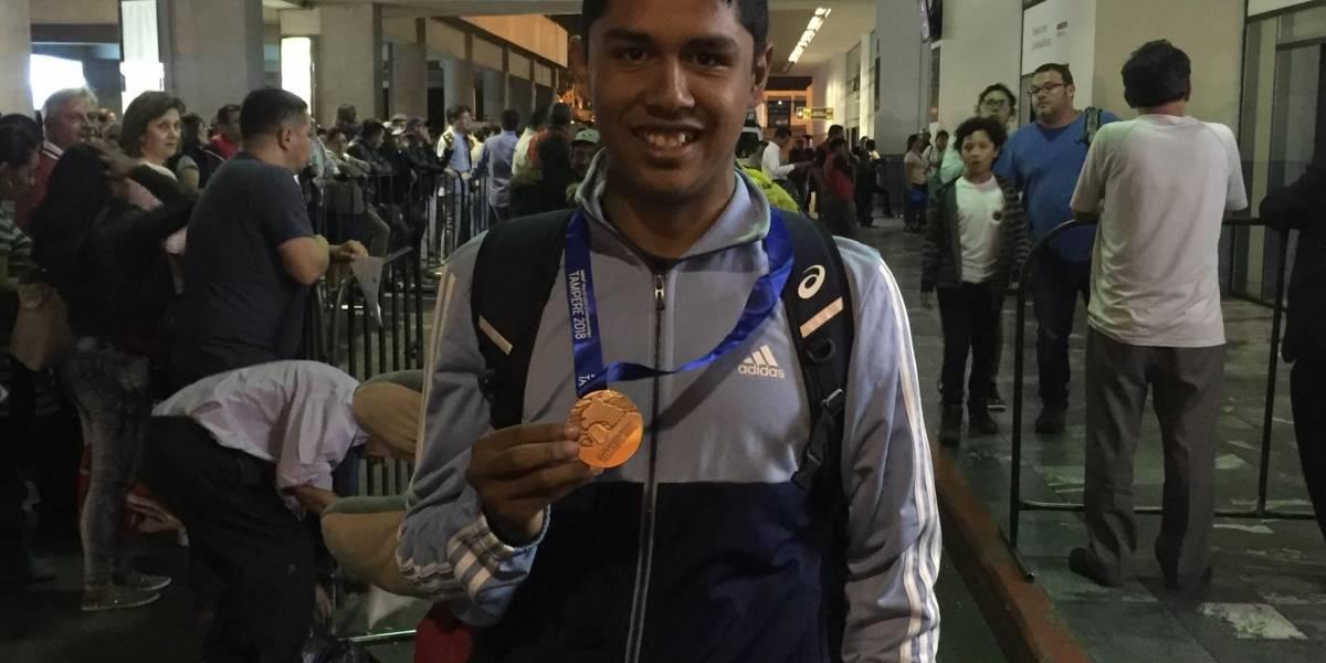 Ortiz celebra su bronce de vuelta en casa