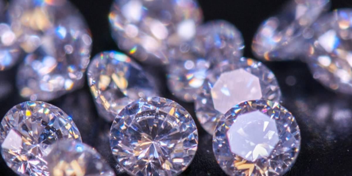 Un rapero se implantó un diamante de 24 millones de dólares en la frente