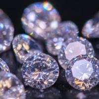 Un rapero se implantó un diamante de USD 24 millones en la frente