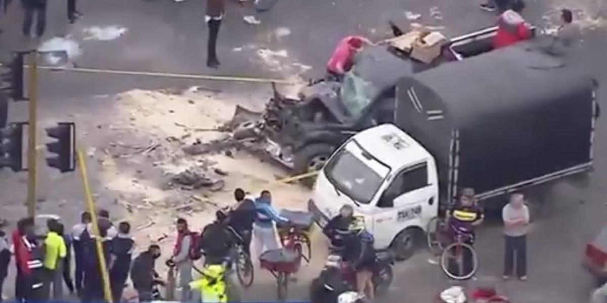 Grave accidente entre camioneta y tractomula paraliza tráfico en el noroccidente de Bogotá