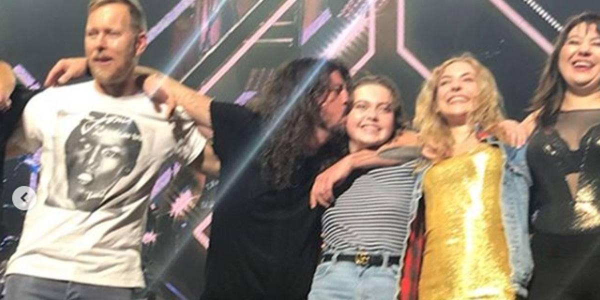 VÍDEO: Dave Grohl escala filha de 12 anos para fazer  backing vocal em shows do Foo Fighters