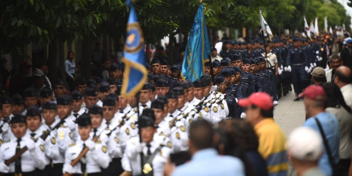 Con un desfile conmemoran el XXI aniversario de la Policía Nacional Civil