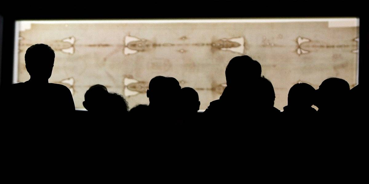 Polémico nuevo estudio confirma lo que ya sabíamos: Manchas del manto sagrado son falsas
