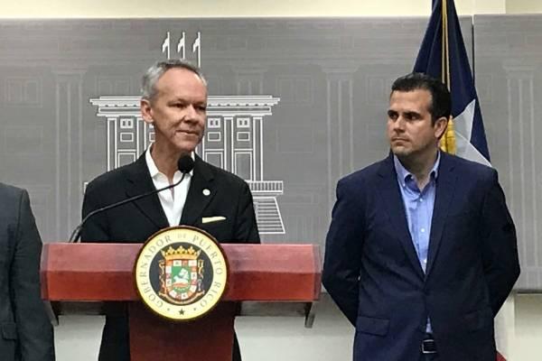 El designado director ejecutivo de la AEE, ingeniero José Ortiz, y el gobernador Ricardo Rosselló. / Foto: Dennis Jones