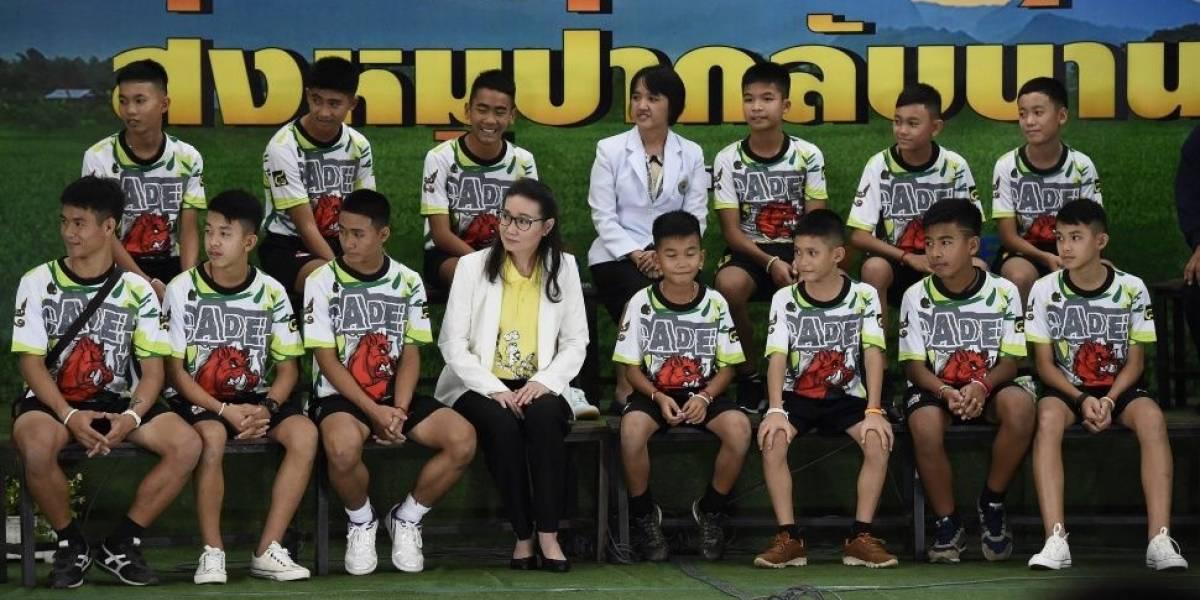 Los niños y su entrenador atrapados en la cueva en Tailandia fueron dados de alta