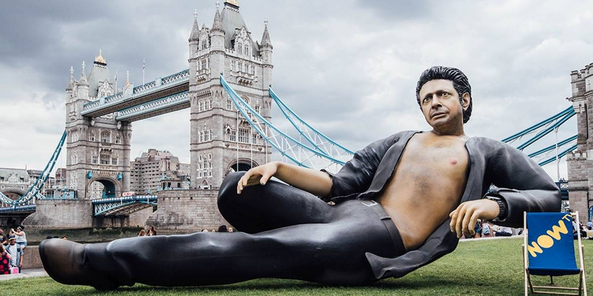 Jurassic Park celebra su aniversario con una estatua gigante de Jeff Goldblum