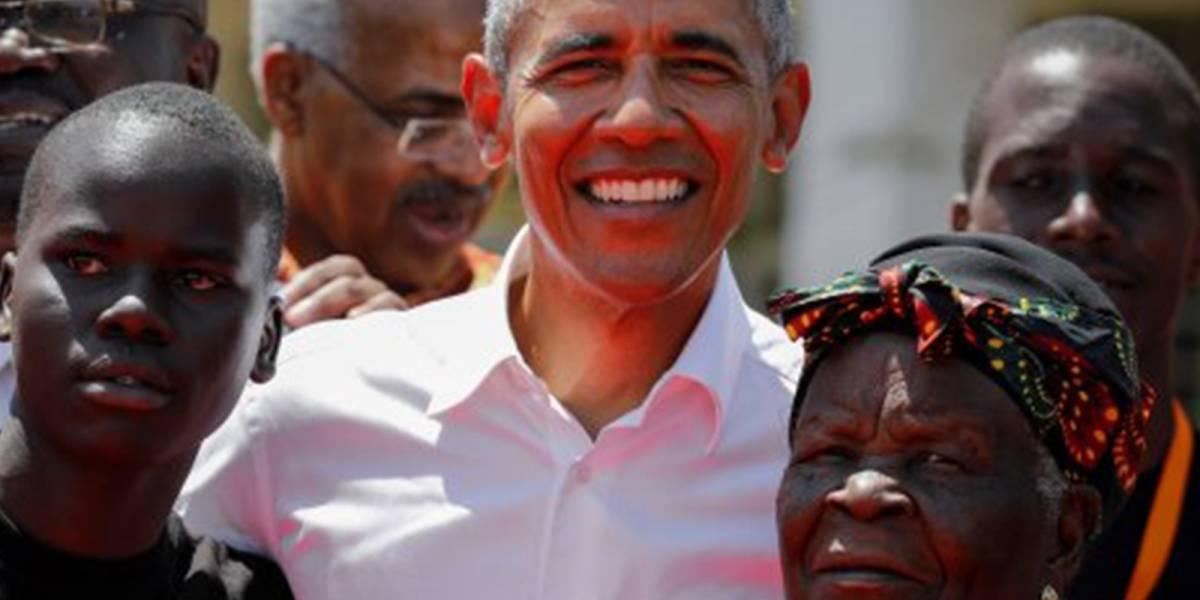 Con el ritmo en la sangre: Obama sorprende bailando al son africano junto a su abuela en Kenia